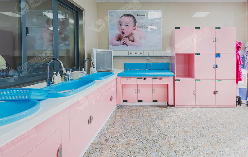 产科儿科洗澡室家具