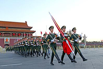 国庆清晨国旗护卫队升国旗