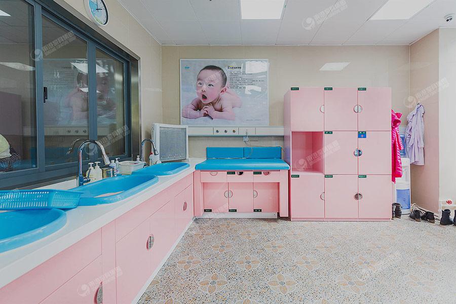 安顺人民医院儿科洗澡室